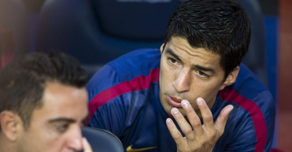 Reservas no duelo entre Barça e León, Suárez e Xavi conversam no banco
