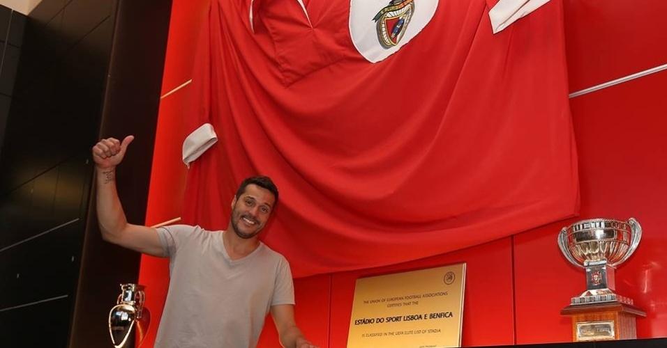 19.ago.2014 - Júlio César é anunciado como novo reforço do Benfica