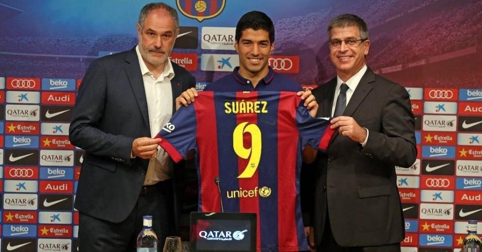 Luis Suarez é apresentado como jogador do Barcelona