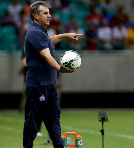 Gilson Kleina comanda o Bahia durante a partida contra o Criciúma
