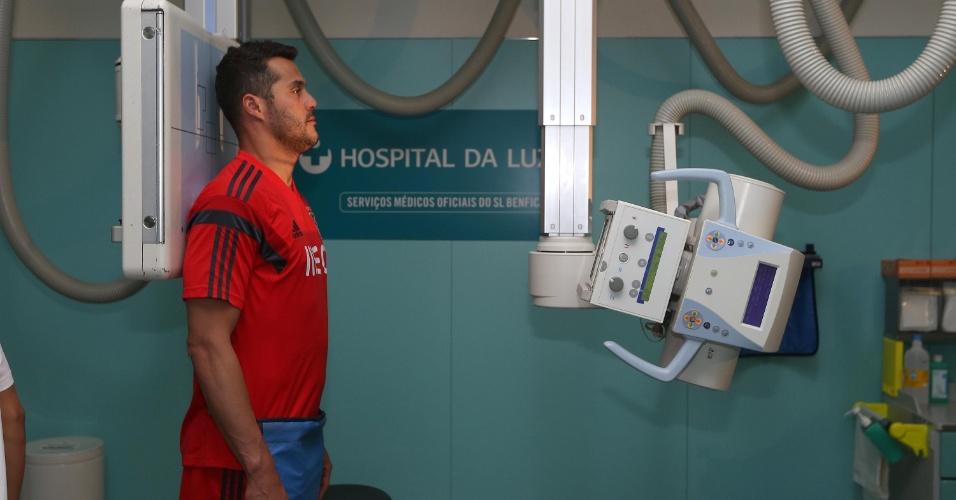 Julio Cesar faz exames médicos em seu novo clube, o Benfica