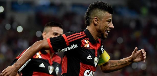Léo Moura deve voltar ao time do Flamengo na partida contra o Coritiba 2ef721b3ebcaa