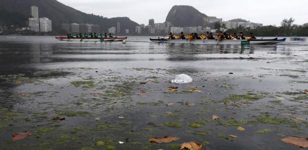Palco da Rio-2016: Canoístas treinam na Lagoa Rodrigo de Freitas em meio a poluição