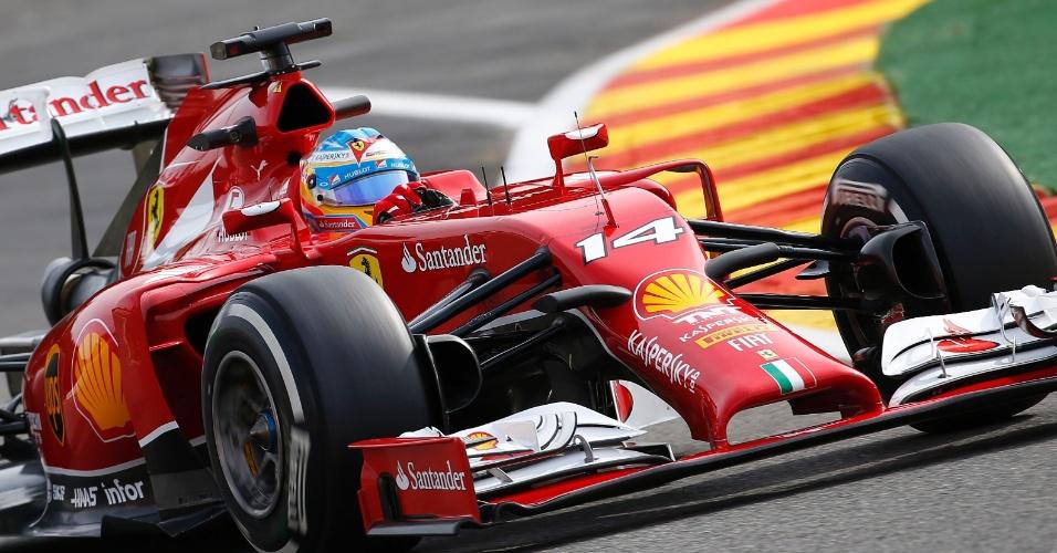 22.ago.2014 - Fernando Alonso contorna uma das curvas do circuito de Spa-Francorchamps durante os treinos livres para o GP da Bélgica
