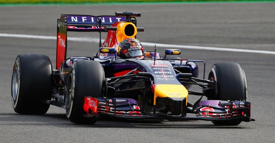 22.ago.2014 - Sebastian Vettel acelera sua Red Bull pelo circuito de Spa-Francorchamps durante os treinos livres para o GP da Bélgica