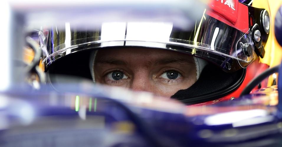 22.ago.2014 - Sebastian Vettel se concentra antes de ir para a pista de Spa-Francorchamps e tentar uma volta rápida nos treinos livres para o GP da Bélgica