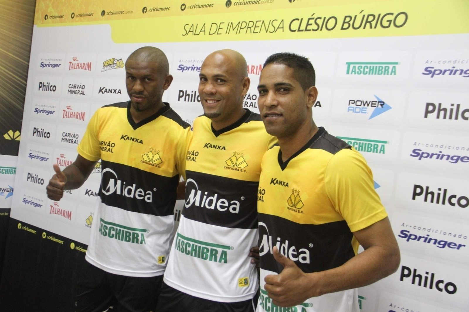 Alcides, Souza e Cleber Santana são apresentados como jogadores do Criciúma