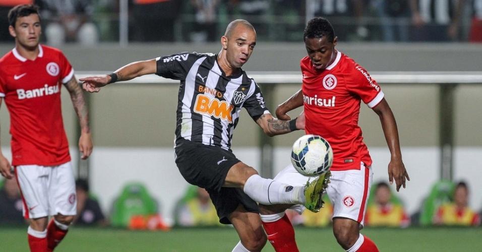 23 ago 2014 - Apesar de bem marcado, Diego Tardelli fez a diferença para o Atlético na vitória sobre o Internacional