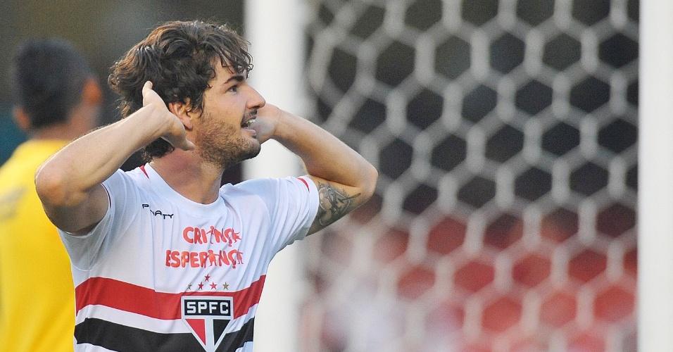 Alexandre Pato brilhou no segundo tempo, anotando o gol da vitória tricolor no Morumbi