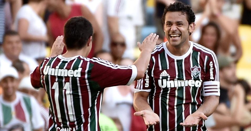 Conca (esquerda) cumprimenta Fred pelo gol marcado