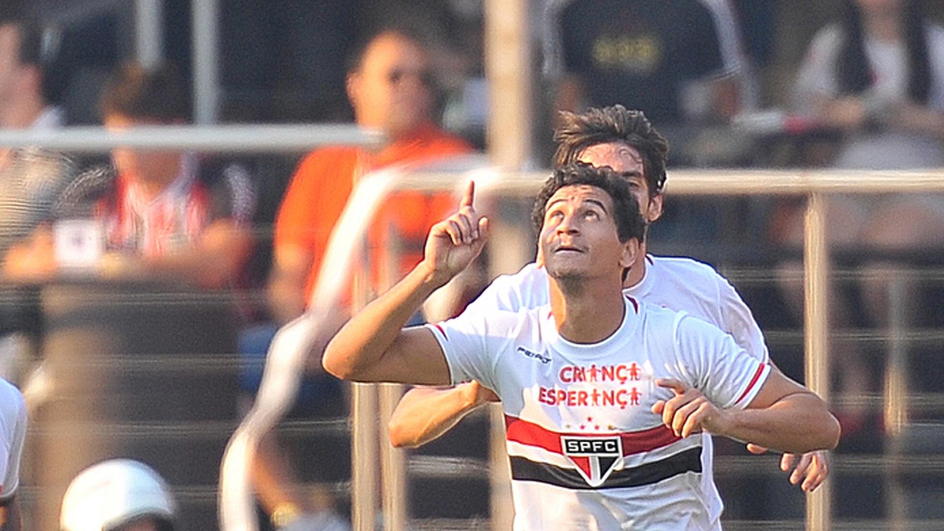 Ganso celebra lindo gol marcado no clássico contra o Santos, no Morumbi