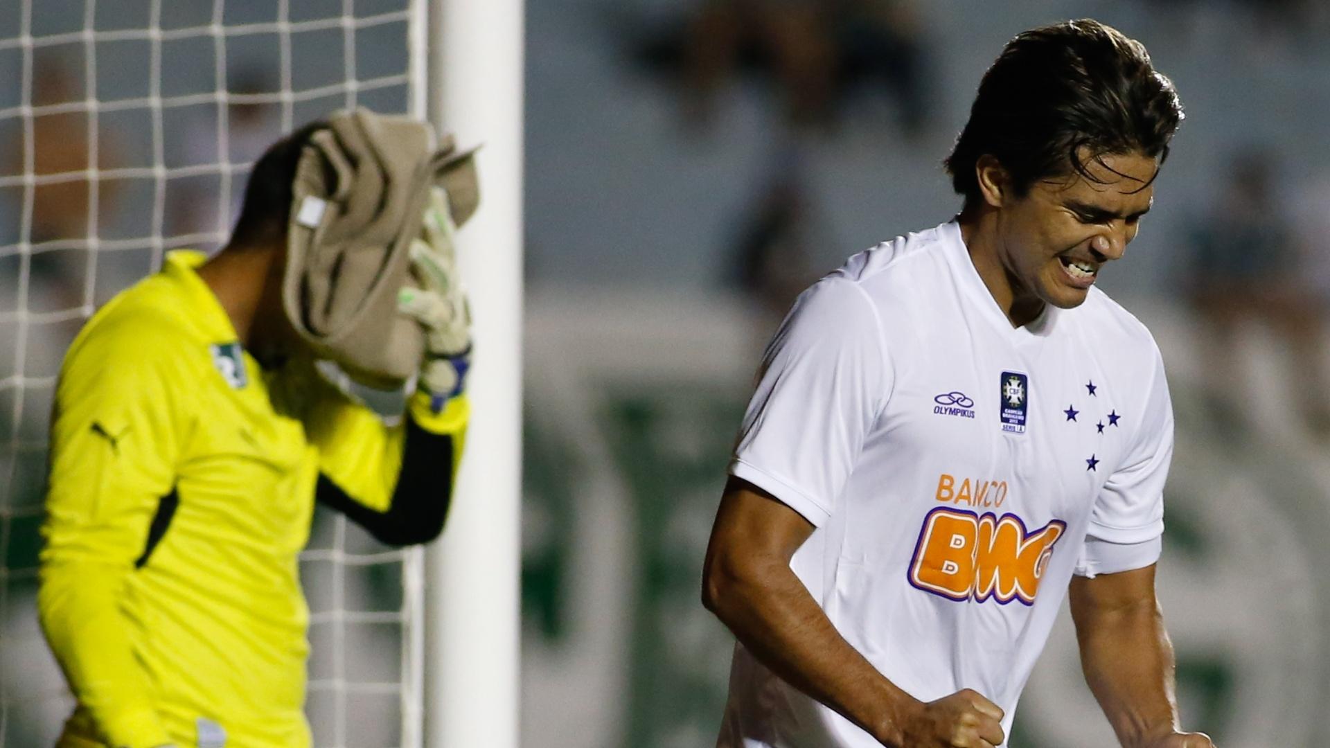 Marcelo Moreno comemora primeiro gol do Cruzeiro contra o Goiás no Brasileirão