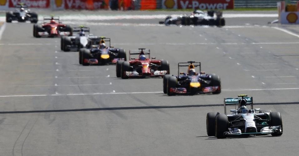 Nico Rosberg no pelotão da frente em Spa Francorchamps, com Sebastian Vettel logo atrás