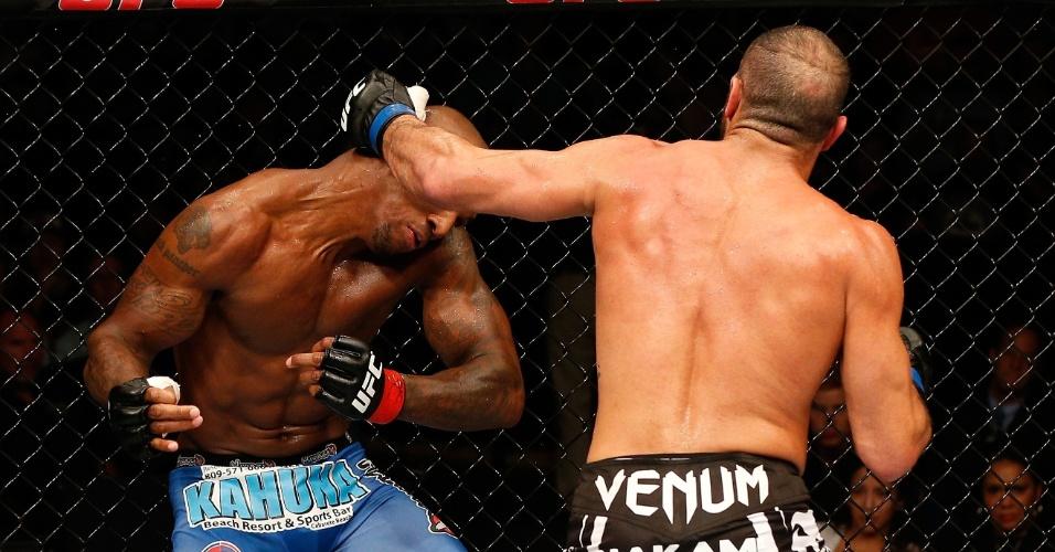 Thales Leite conseguiu um belo nocaute sobre Francis Carmont no UFC em Tulsa