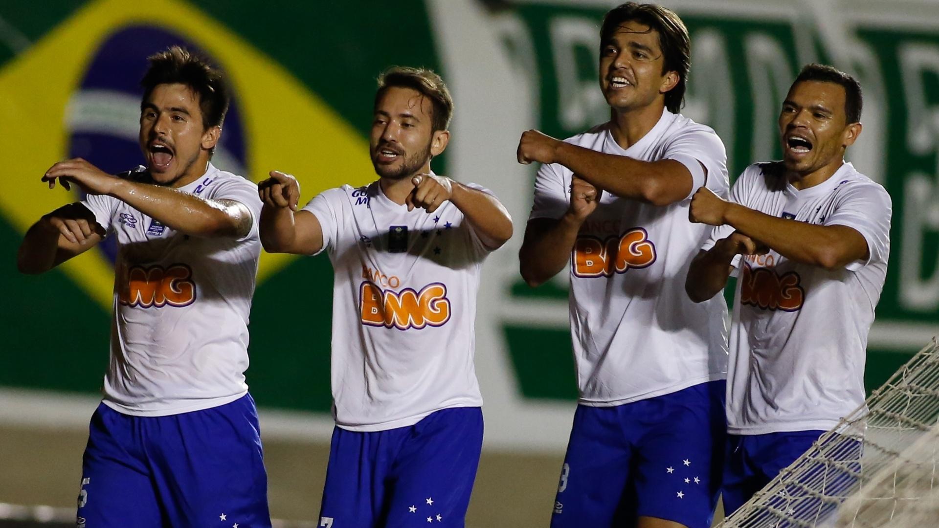 Willian, Éverton Ribeiro, Marcelo Moreno e Ceará comemoram gol do Cruzeiro