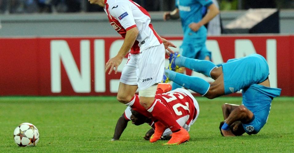 26.08.2014 - Hulk (direita) dá cambalhota na vitória do Zenit