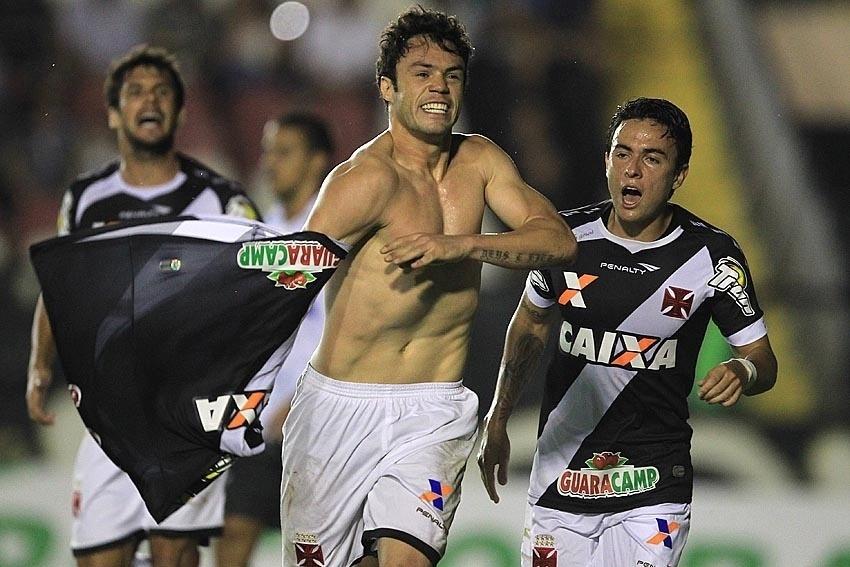 Kleber tira a camisa para comemorar gol do Vasco contra o ABC pela Copa do Brasil