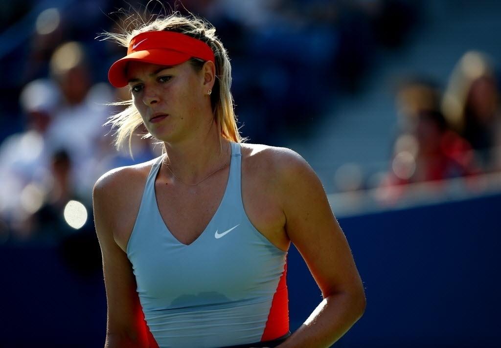 Maria Sharapova faz cara de preocupada durante o início duro de 1° set contra Alexandra Dulgheru