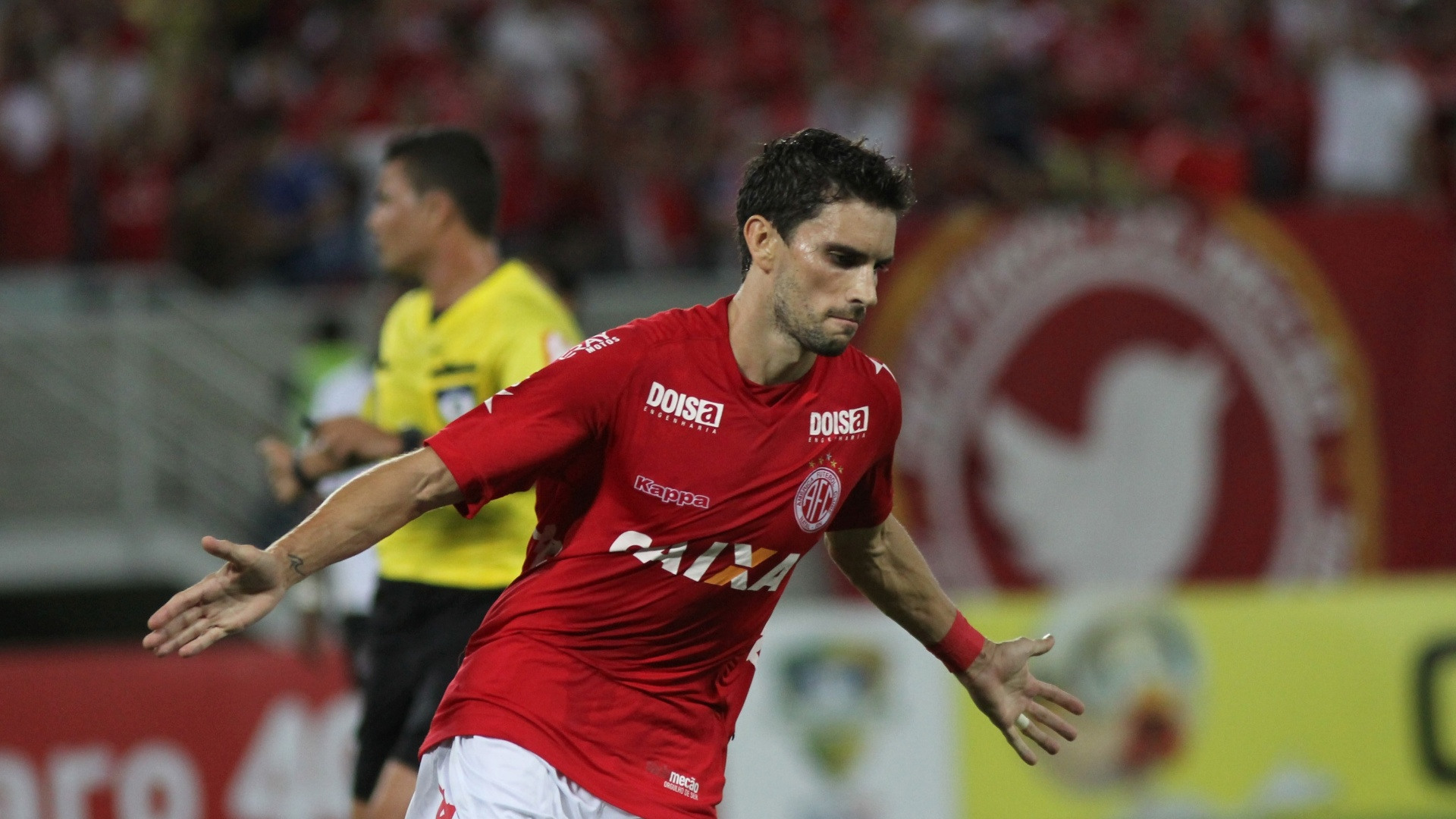 Rodrigo Pimpão comemora gol do América-RN contra o Atlético-PR