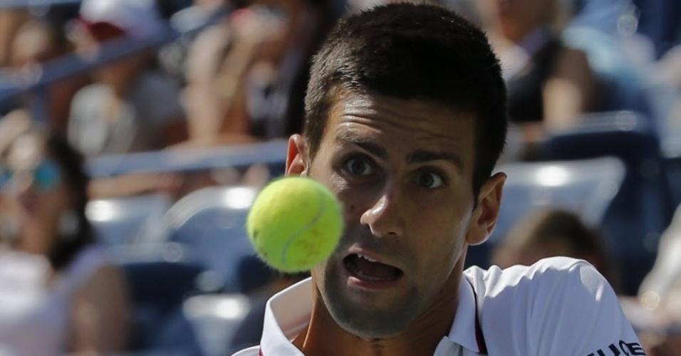 Djokovic faz careta para bater na bolinha no duelo com Mathieu nos EUA