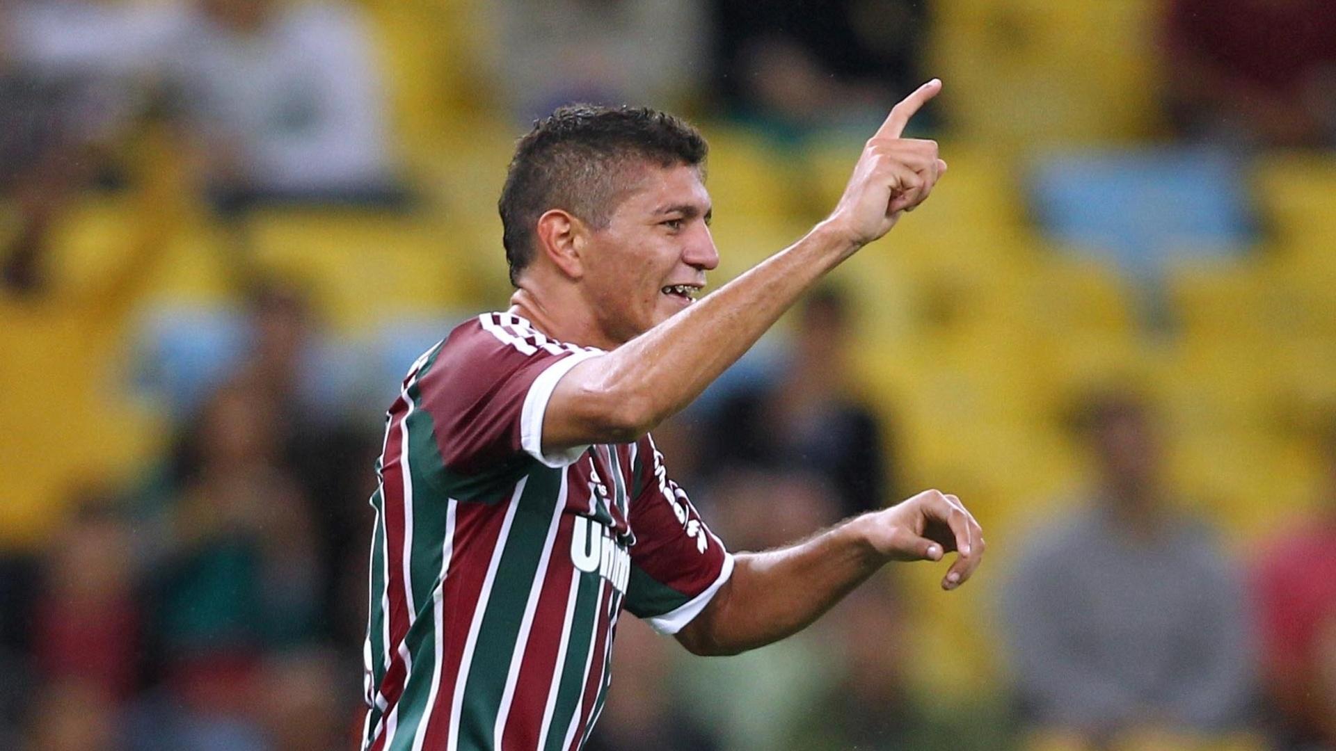 Edson comemora gol do Fluminense contra o Goiás pela Sul-Americana