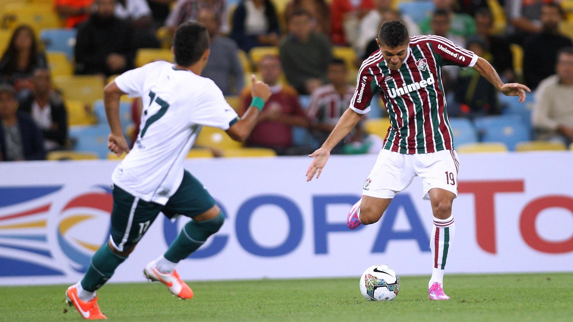 Edson faz jogada para o Fluminense contra o Goiás pela Copa Sul-Americana