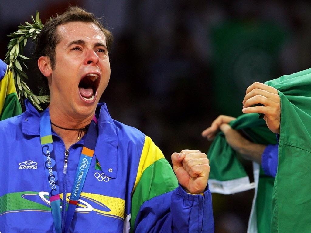 Ricardinho muito emocionado no Estádio da Paz e da Amizade, em Atenas, ao ganhar o ouro olímpico