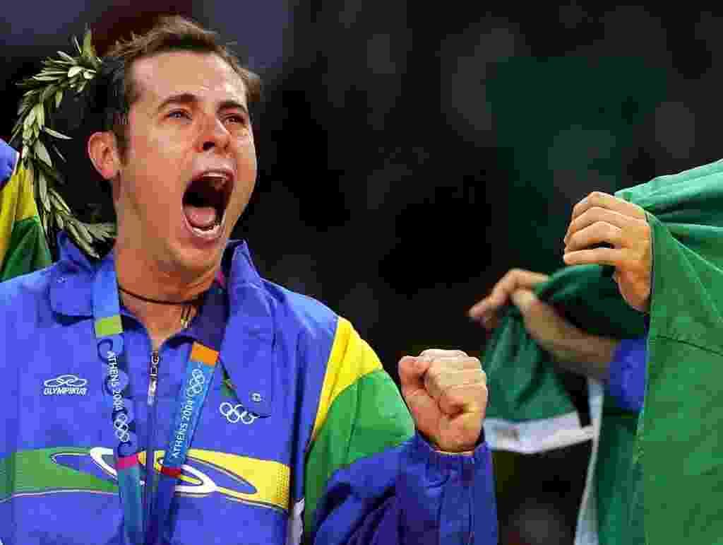 Ricardinho muito emocionado no Estádio da Paz e da Amizade, em Atenas, ao ganhar o ouro olímpico - AFP PHOTO ALEXANDRE NEMENOV