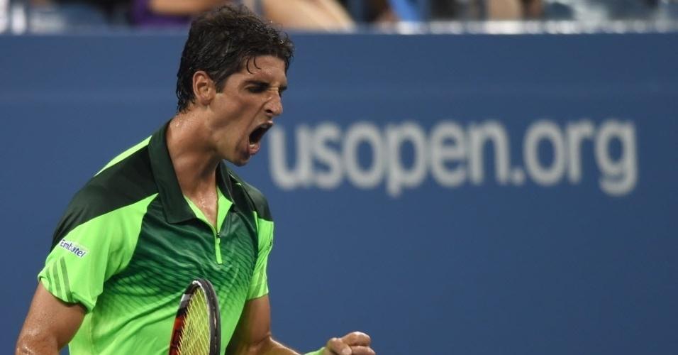 Thomaz Bellucci vibra ao vencer o 3° set na partida contra Stanislas Wawrinka
