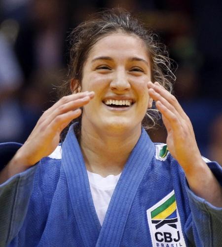 Mayra Aguiar comemora a vitória na final e a conquista do primeiro ouro do Brasil no Mundial - e o primeiro título neste evento na carreira, aos 23 anos