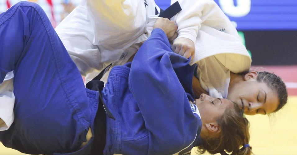 Mayra Aguiar, do Brasil, em ação contra a italiana Assunta Galeone. Vitória verde-amarela na categoria até 78 kg