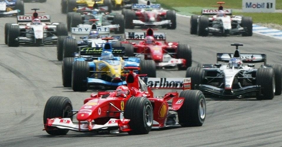 Schumacher lidera o pelotão na largada do GP da Alemanha de 2004