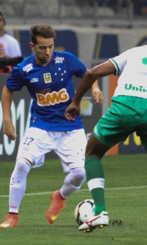 30 Ago. 2014 - Everton Ribeiro disputa bola na vitória do Cruzeiro sobre a Chapecoense, no Mineirão