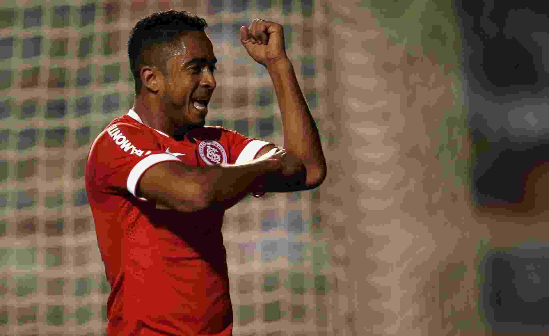 Jorge Henrique abriu o marcador na partida do Internacional contra o Palmeiras. Ex-corintiano teve ótima movimentação na etapa inicial - Friedemann Vogel/Getty Images