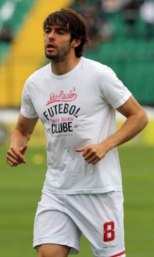 Kaká se aquece para a partida do São Paulo contra o Figueirense