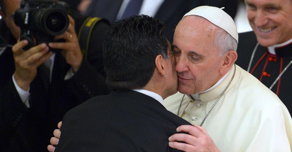 01. set. 2014 - Diego Maradona chega ao Vaticano para o Jogo da Paz