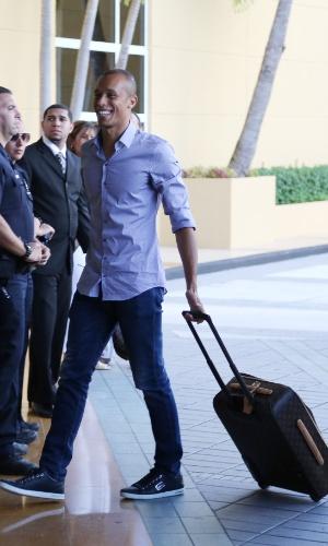 01. set. 2014 - Zagueiro Miranda desembarca nos EUA e se junta à seleção brasileira para amistoso, contra a Colômbia, nesta sexta (5)