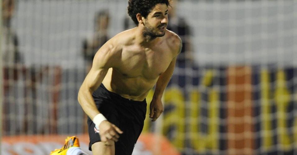 Alexandre Pato comemora gol pelo Corinthians contra o Fluminense