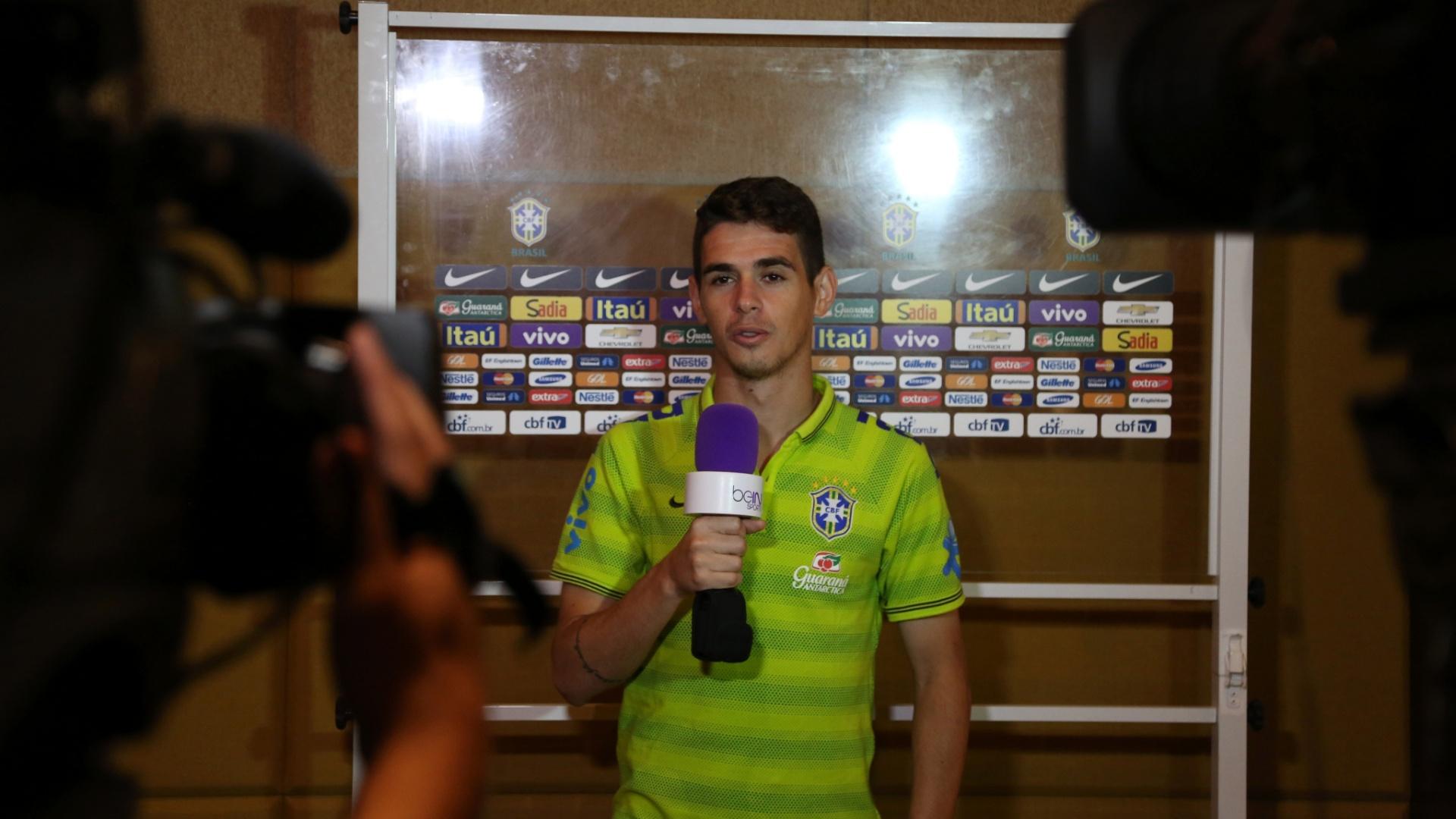 . set . 2014 - Oscar participa de coletiva de imprensa da seleção brasileira, Miami, nos EUA