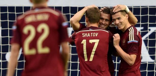 Kherzakov foi o destaque do jogo e marcou os dois primeiros gols dos russos