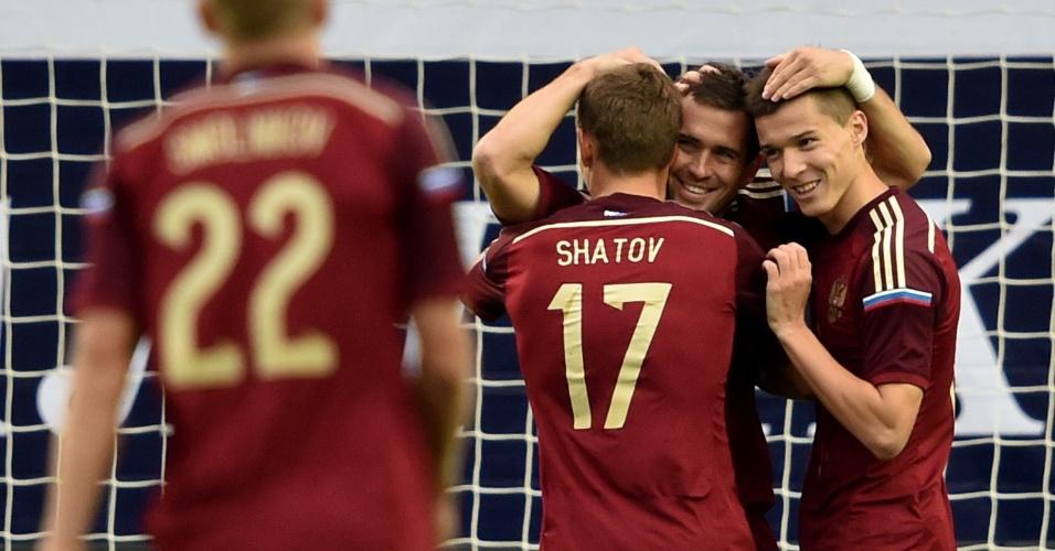 03. set. 2014 - Jogadores da Rússia comemoram gol de Aleksandr Kerzhakov em amistoso contra o Azerbaijão