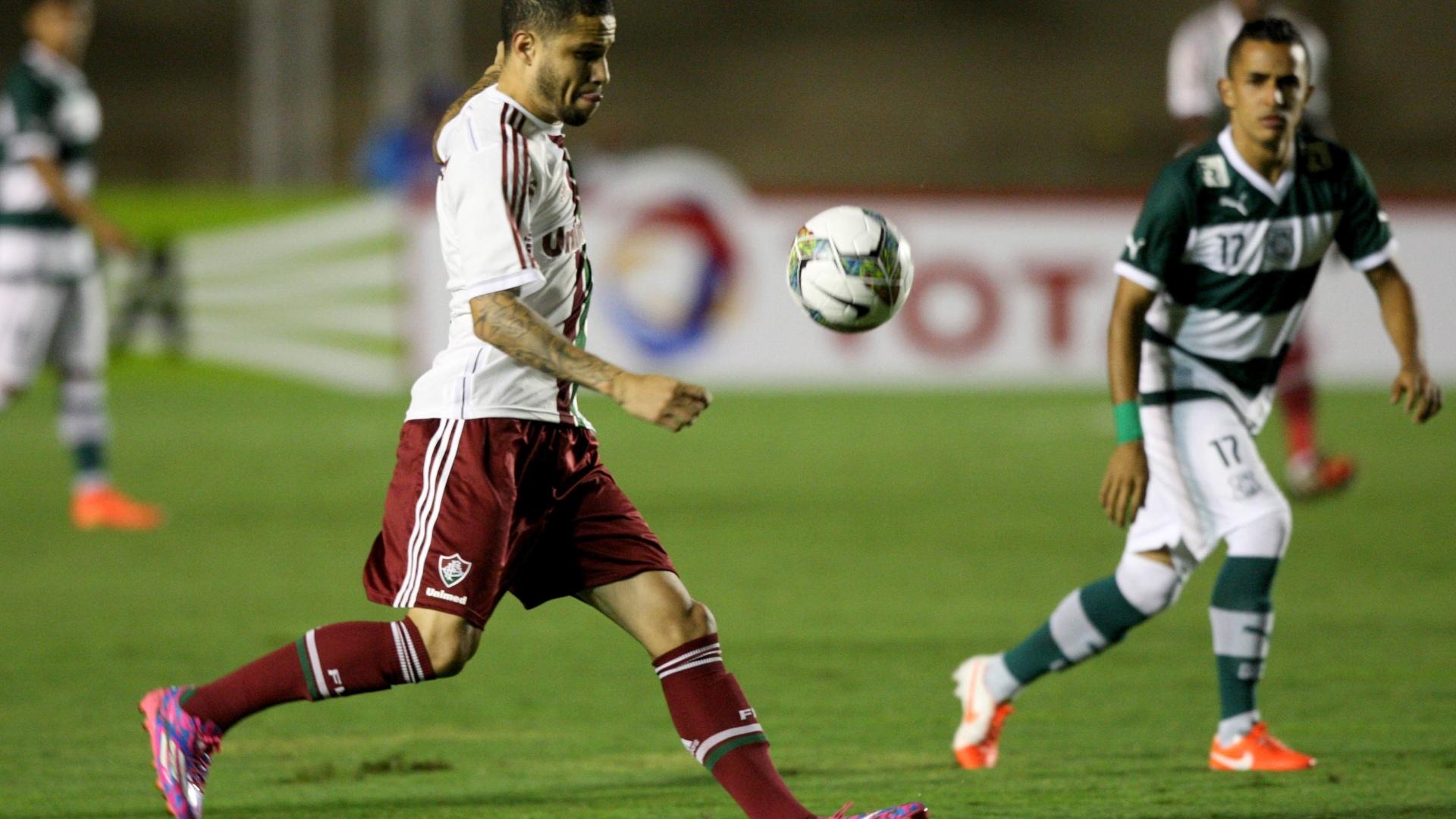 Bruno afasta perigo da defesa do Fluminense em jogo contra o Goiás pela Copa Sul-Americana