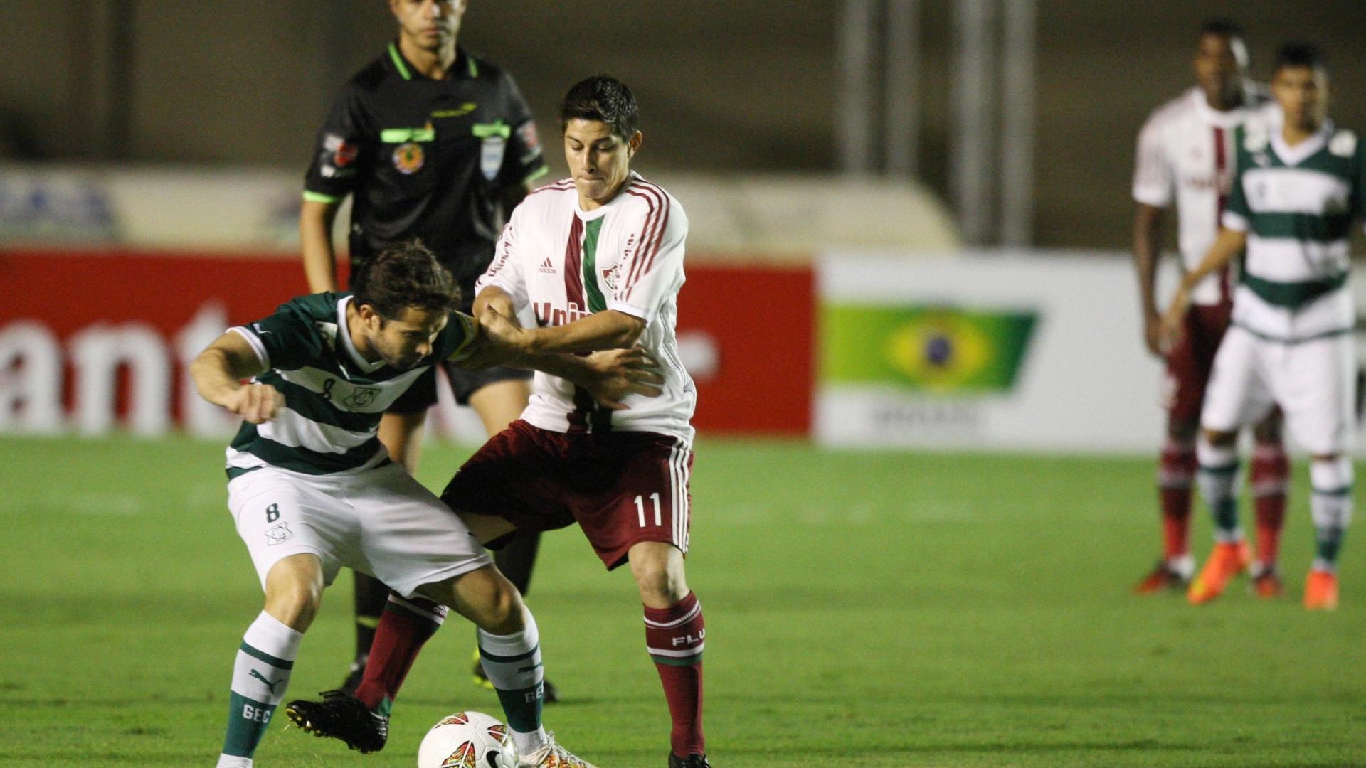 Conca disputa bola na partida entre Fluminense e Goiás pela Copa Sul-Americana