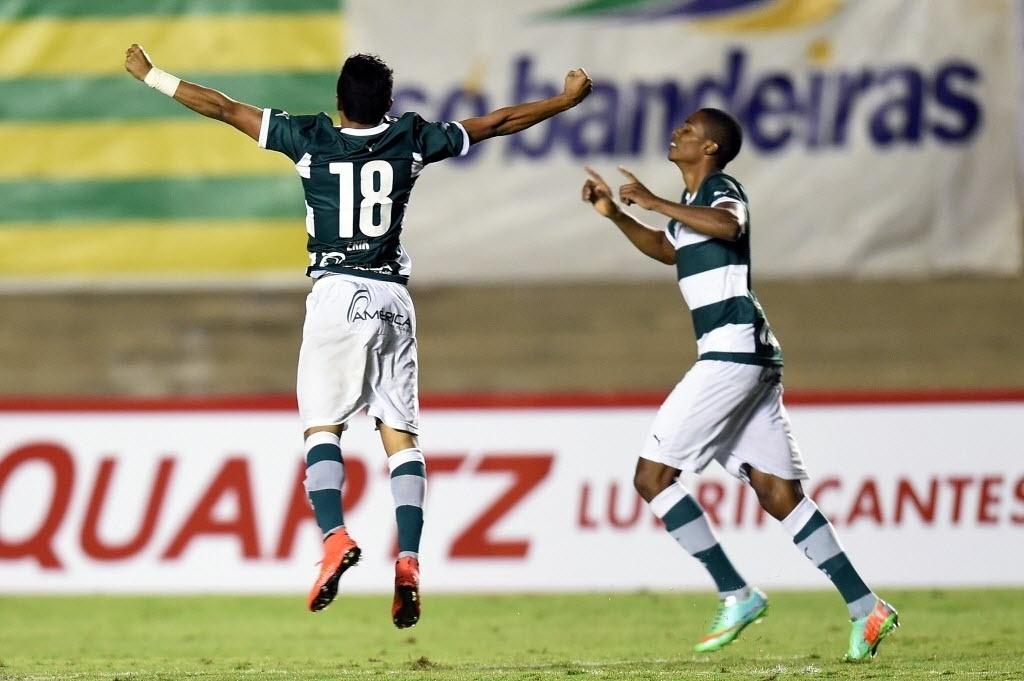 Erik comemora gol do Goiás contra o Fluminense pela Copa Sul-Americana