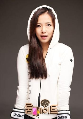 A bela coreana poderia ser uma aposta só para encher o bolso dos donos do evento de MMA Road FC. Mas ela provou ter talento e venceu por nocaute na sua estreia