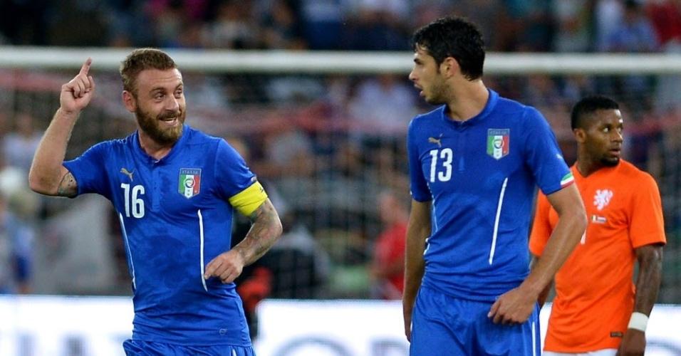 De Rossi comemora o segundo gol da Itália no amistoso contra a Holanda