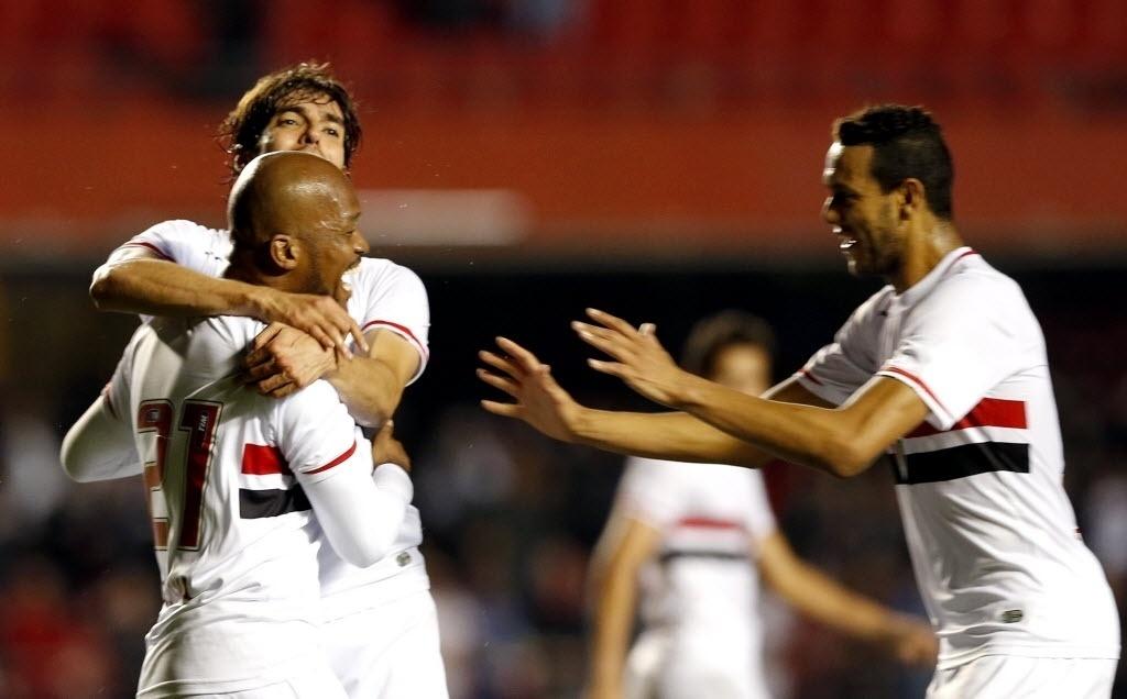 Jogadores do São Paulo comemoram gol contra o Criciúma pela Sul-Americana