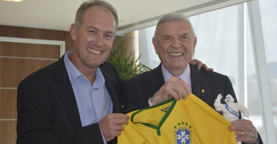 José Maria Marin e Damien Destremau, vice-presidente da Michelan na América Latina, firmam acordo