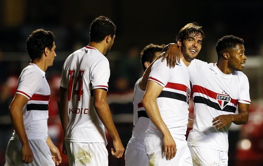 Kaká comemora gol pelo São Paulo contra o Criciúma pela Copa Sul-Americana
