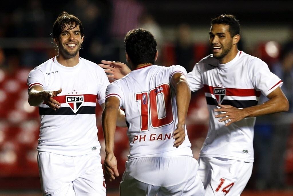 Kaká, Ganso e Kardec comemoram gol do São Paulo contra o Criciúma pela Sul-Americana